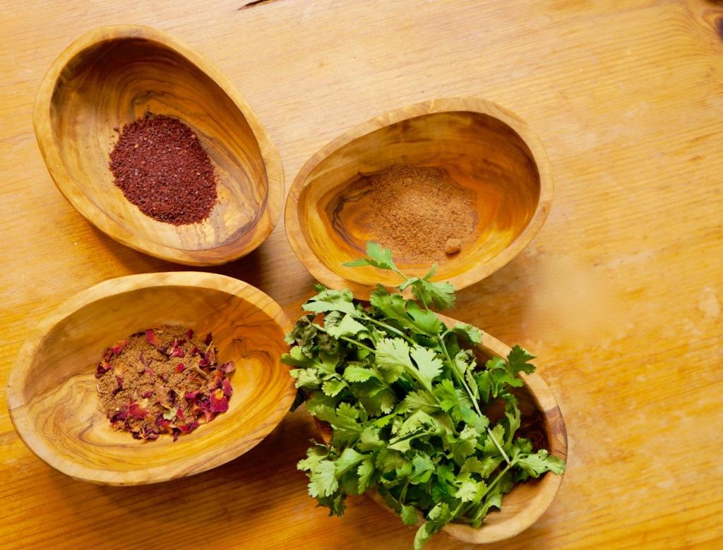 Spezie iraniane per la zuppa di melograni
